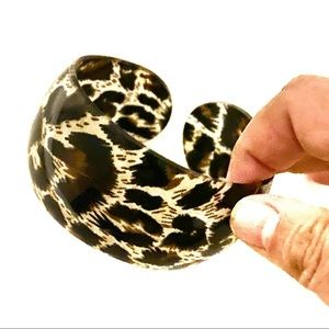 3/$8🎉 Plastic Leopard print cuff bracelet